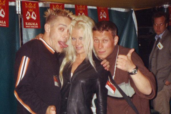 Linda Lampenius Rantarockin bäkkärillä Vaasassa 1995.